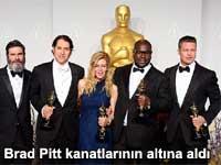 Brad Pitt onu kanatlarının altına aldı